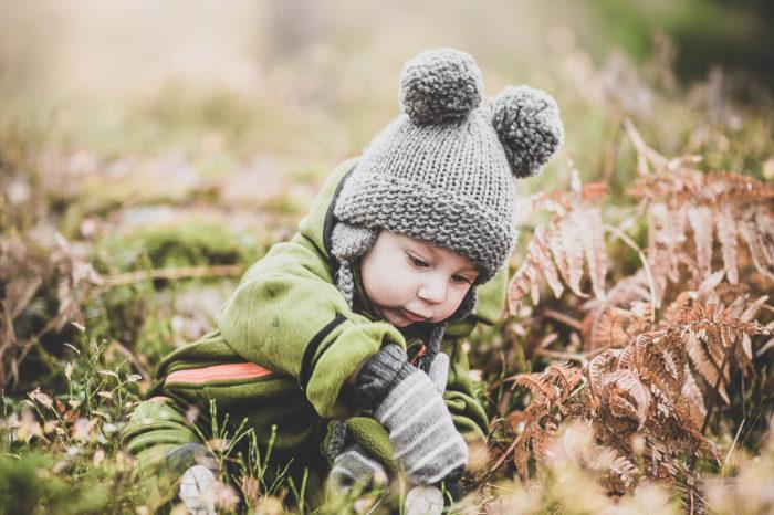 muumibaby-kotimainen-lapsi-metsassa