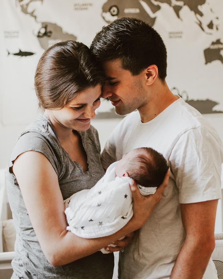 muumi baby maailma vanhemmat vastasyntyneen kanssa