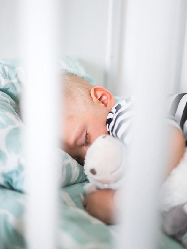 unikoulu-muumi-baby-vauva nukkuu